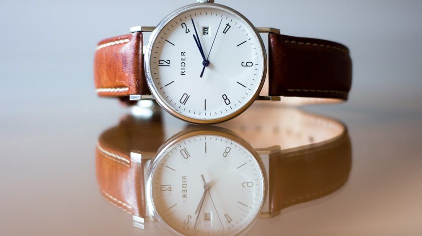 zegarek na skórzanym pasku